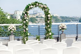 31-nordic-wedding-flower-arch-600x400.jpg